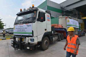 Pengiriman trafo ke Gardu Induk PLN di Manyar, Jawa Timur