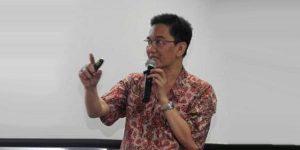 Dr Fahmy Radi engmat Energi dari UGM